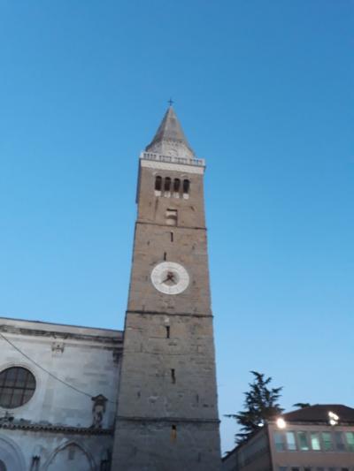 Koper in stolp